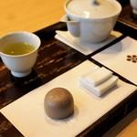 山田屋まんじゅう 元 - 山田屋まんじゅう、お茶セット 180円