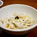 炒飯と酸辣湯麺の店 キンシャリ屋 - 茹で餃子