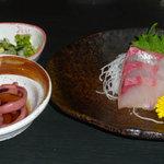 和食処天匠 - 刺身 小鉢 香物 (おすすめ定食を構成する一品)