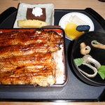 酒田 - 料理写真:うな重きも吸い付き(1900円)クーポン使用なのでデザート付き