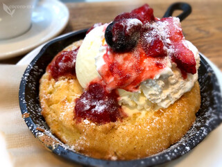 ビブバール グランフロント大阪店 - ベリーとクリームチーズ ヴァニラアイスクリーム添え