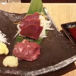 肉汁餃子製作所 ダンダダン酒場 - 馬刺2種盛り980円 赤身とトロで