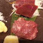 肉汁餃子製作所 ダンダダン酒場 - 馬刺2種盛り980円 赤身とトロアップ