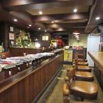 琥珀館 - お店は喫茶店やコーヒーショップと言うより珈琲館という表現がピッタリな雰囲気のお店です。