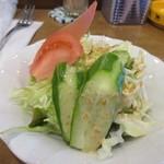 琥珀館 - 先ずは最初にモーニングセットのサラダが運ばれて来ました、胡麻ドレッシングのサラダです。