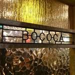 78824648 - お店のロゴがあしらわれたガラス装飾♪