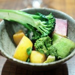 傳 - 根菜の温野菜サラダ