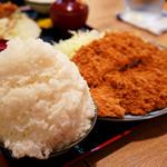 とんかつ 麻釉 - 大盛りご飯に500gのヒレ肉とんかつ。