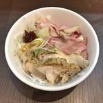 麺屋りゅう - 週替わり丼(2種類のレアチャーシュー丼)(肩ロース・鶏モモ)