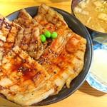 豚丼十勝 - 料理写真:本ロース&バラのMサイズ、690円也