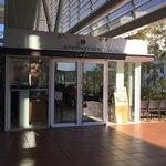 バウムクーヘン カフェ - 外観。独立店のようです。