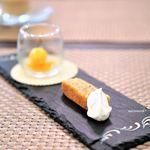 デセール ミヤジマ - ヘーゼルナッツのケーキ、生クリーム添え 温州みかんのソルベ