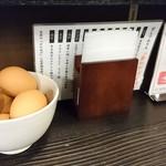 自家製生うどん 饂飩頑陣 - 生卵が無料で食べ放題