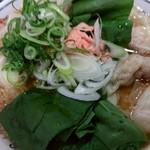丸醤屋 - 料理写真:   ミックスワンタン麺