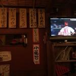 中華酒場 サモハン - どの席からもテレビが見れます♪