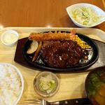 洋風居酒屋 でみぐら亭 - 鉄板ハンバーグステーキ(デミグラスソース)+ミニコールスロー+エビフライ