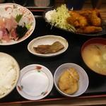 魚がし食堂 中央市場店 - カキフライ&お刺身定食。7