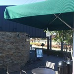 スターバックスコーヒー - テラス席は入口付近にあります。