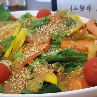 サイドメニュー一番人気!自然野菜の花は咲くサラダ