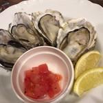 バル OTTO - 蒸し牡蠣4つ
