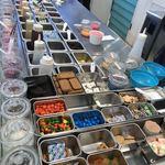 ロール アイスクリーム ファクトリー - たくさんのトッピング