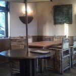 Bistro sobo - 店内は木を基調とし、いい感じです。