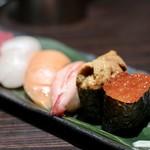 78861136 - 握り寿司(六貫)《中とろ・ずわい蟹・サーモン・ホタテ・いくら・うに》