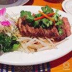 タイ居酒屋 トンタイ - 牛肉の炙り焼き。みんな大好きお肉!