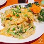 タイ居酒屋 トンタイ - プーパッポンカリー。殻ごとパリパリ食べる!