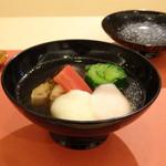 鮨 そえ島 - ◆お雑煮・・福岡らしく「鰤」や「かつお菜」が入り、お出汁の味わいがよく美味しい。