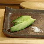 鮨 そえ島 - 箸休めの胡瓜