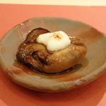 鮨 そえ島 - ◆兵庫・1年牡蠣、山椒醤油漬け。 これも美味しい。煮ても殆ど小さくならず最初からこの大きさに近いとか。 山椒の風味がよく、お酒に合いますよ。