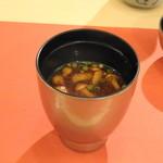 鮨 そえ島 - ◆なめこのお味噌汁。