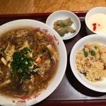 赤坂璃宮 - 酸辣湯麺セット