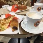 Sammarukukafe - ぷりぷりエビと卵サラダのトーストサンド+チョコクロ+カフェラテ