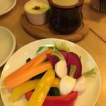78866772 - こだわり産地直送野菜のバーニャカウダ 自家製バーニャカウダソースとチーズフォンデュソースで