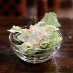 ドミニカ - サラダはセルフで食べ放題