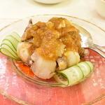 翠蓮 - マンガリッツア豚のニンニクソース :ニンニクがたっぷり聞いていますが、敷いている湯通ししたキュウリと食べるとさっぱりしていて病みつきになります。