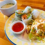 ニュー バンチャ - アジアンセットのサラダ、生春巻き、スープ