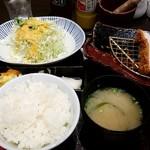 とんかつ浜勝 - サラダ、ライス、味噌汁をお替り!