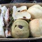 78876259 - サンドウィッチ。丸いのパンは、旅館の近くのパン屋さんの。                       これも、絶品です。これもサンドになっています。