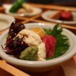 78877186 - 漬け鮪と生湯葉 芥子酢味噌仕立て