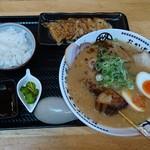 柊 - 柊デラックス《豚骨醤油》+餃子セット