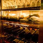 藤丸 - 40種類ほどのワインがお待ちしております。