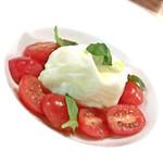 78885654 - イタリア産ブッラータチーズのカプレーゼ(890円)
