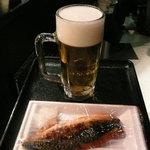 百飲 - サバの煮もの(150円)と生おビア(200円)
