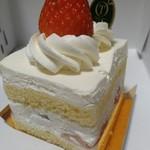新宿高野 - ストロベリーショートケーキ