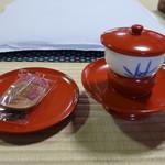 道後温泉本館 - お茶と瓦せんべい