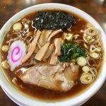 正華飯店 - 醤油ラーメン(大盛り100円)700円