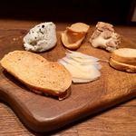 イタリアン アンド ワイン チャコール - チーズ盛り合わせ